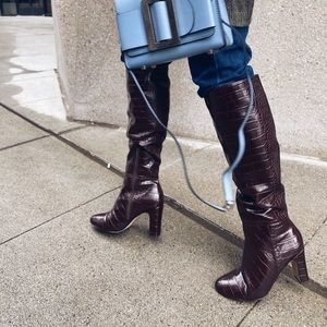 High heeled knee boots. Brown.